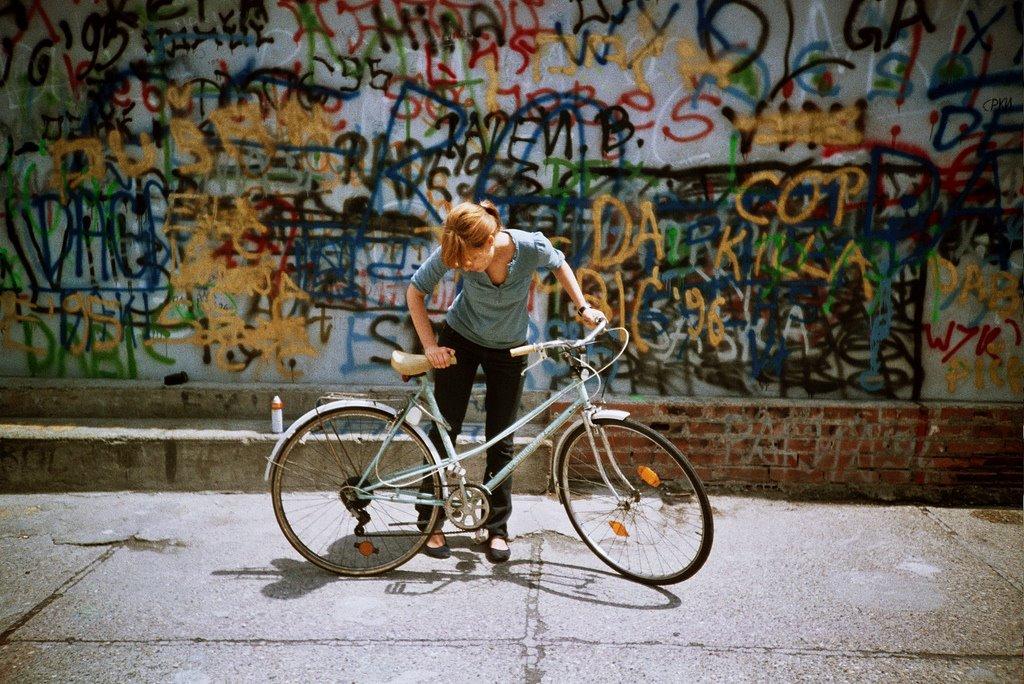 bikegraffitiwoman